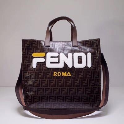 FEND1芬迪双手柄手提袋。大型内侧隔层设有口袋,亮面提花布料制成 饰有棕色FF主题图案 时尚有型 FD-MD3