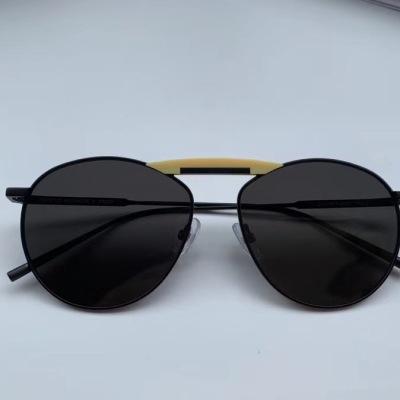 GENTLE FENDI 与芬迪合作的圆形金属材质墨镜 明亮的板材装饰配件,搭配金属镜框,展现出两个品牌的个性对比jdyj082801
