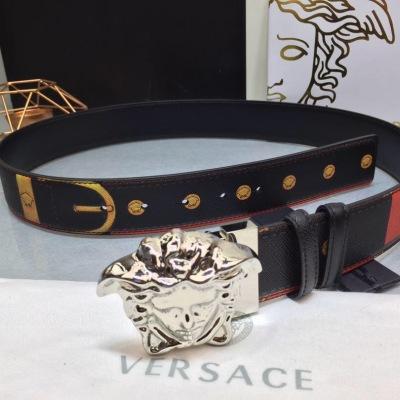 VERSACE/范思哲腰带 饰有Bondage印花,散发品牌深厚的传统底蕴。腰带配有一枚3D美杜莎腰带扣。4.0cm宽  YD-JKCP