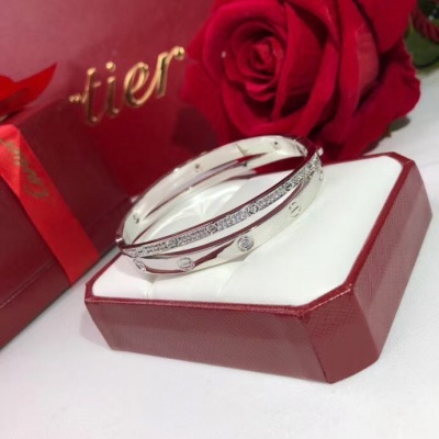 Cartier卡地亚love 新款 二合一 螺丝钉双环交叉手镯  经典大方款送礼自戴 优雅 美到极致