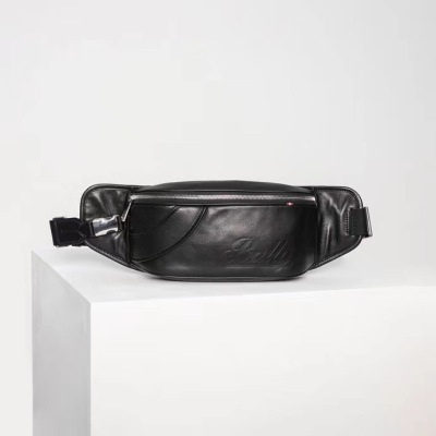 Bally Skyp巴利腰包 男士腰包采用意大利进口小牛皮制成,正面手工缝制有精致的条纹细节和 Bally 文字,包袋可以随性调节 可斜挎BL-XMN