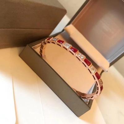 BVLGARI宝格丽天然红玛瑙 手镯 经典重现  宝格丽 蛇 手镯 细腻妖娆的线条设计 精致奢华