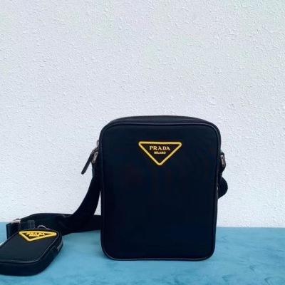 Prada/普拉达 新款黄标布包,配可拆卸挂饰小袋,隔层较多容量大 黄黑配色,男女通用,时尚百搭 TB-ADX