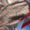 Gucci七夕情人节特别版 卡通风格的苹果图案 披肩采用纯羊绒,手感超级软糥柔 .140*140cm 100%羊绒mzyj082714