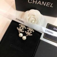 Chanel香奈儿小香珍珠耳钉!热销款 小香经典Logo镶钻香奈儿耳吊 女神必备