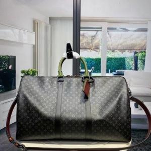Lv路易威登KEEPALL 黑花印花丝印旅行包,采用有史以来最受欢迎的经典设计,黑花花朵印花丝印旅行袋。适用于事业繁忙而又注重品味男士SYPJ