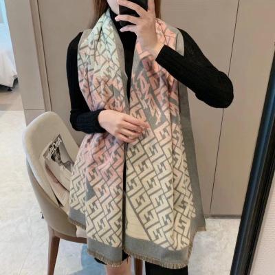 芬迪 秋冬季新款保暖披肩,米须高级礼品级围巾 精致提花 32支精品细纱织造,细腻有光泽,逼格十足msyd082012
