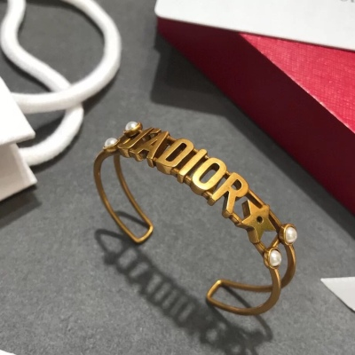 Dior迪奥手镯 金色镂空字母珍珠手环
