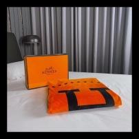 爱马仕HERMES·毯多功能:午睡毯·沙发毯·车载毯·旅行毯 290g高密金貂绒 有光、超柔、细腻150*200cmjwr090412
