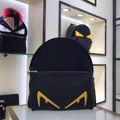 FENDI芬迪 大号双肩包正面口袋背包 背面采用透气高科技网面布料 黑色尼龙和小牛皮材质饰有黄色凸纹压花恶魔眼睛 FD-MD3