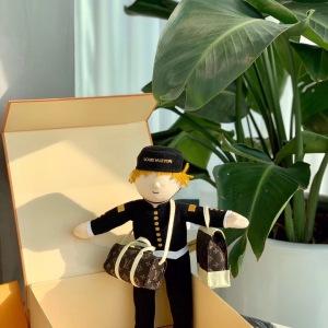 路易威登Lv 20年最新款成员,门童公仔玩偶 全球限量款 高端L摆件,永不过时 有童趣有创意 精致你的生活mtjp081306